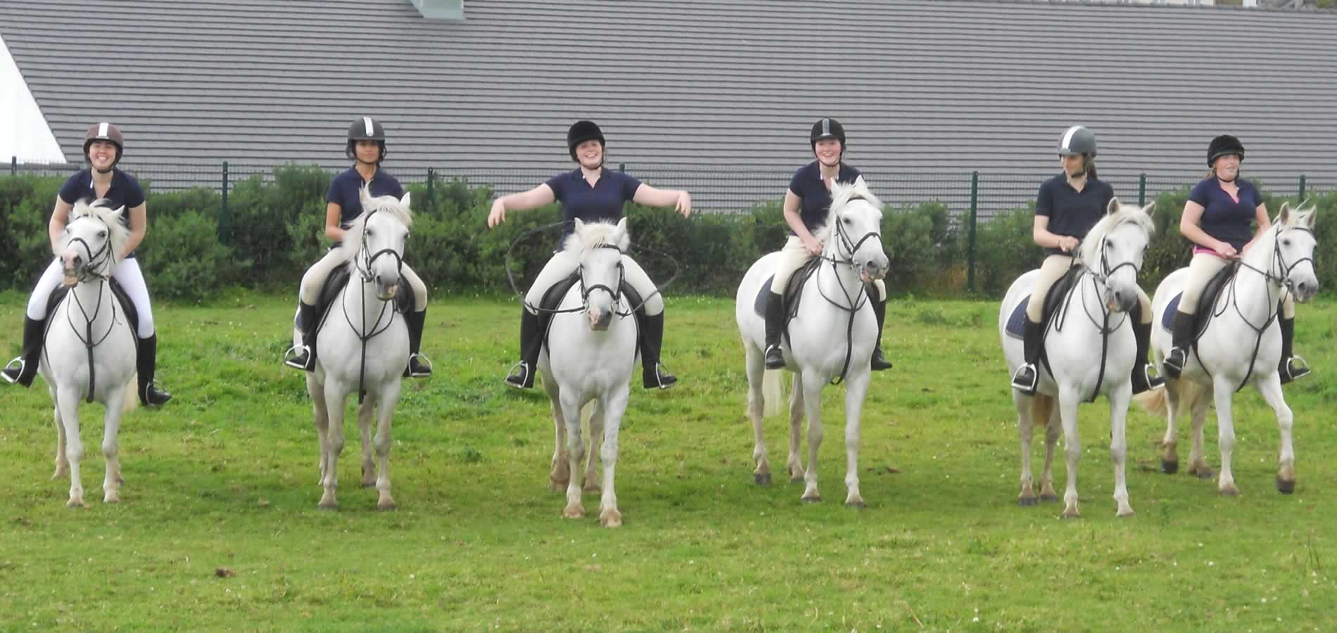 girls-on-horse-dingle